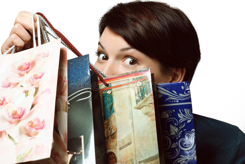 Mädchen mit dem Einkaufen in den Taschen, Shopaholic, Pakete mit Sachen lizenzfreies stockbild