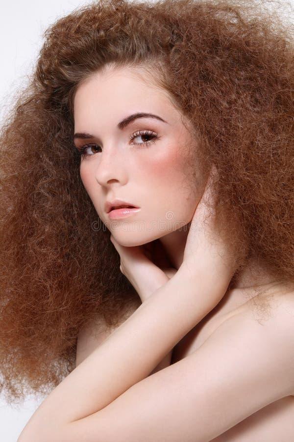 Mädchen mit dem lockigen Haar stockfotografie