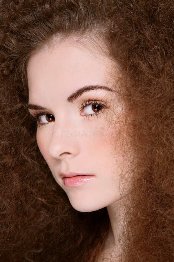 Mädchen mit dem lockigen Haar stockfotos