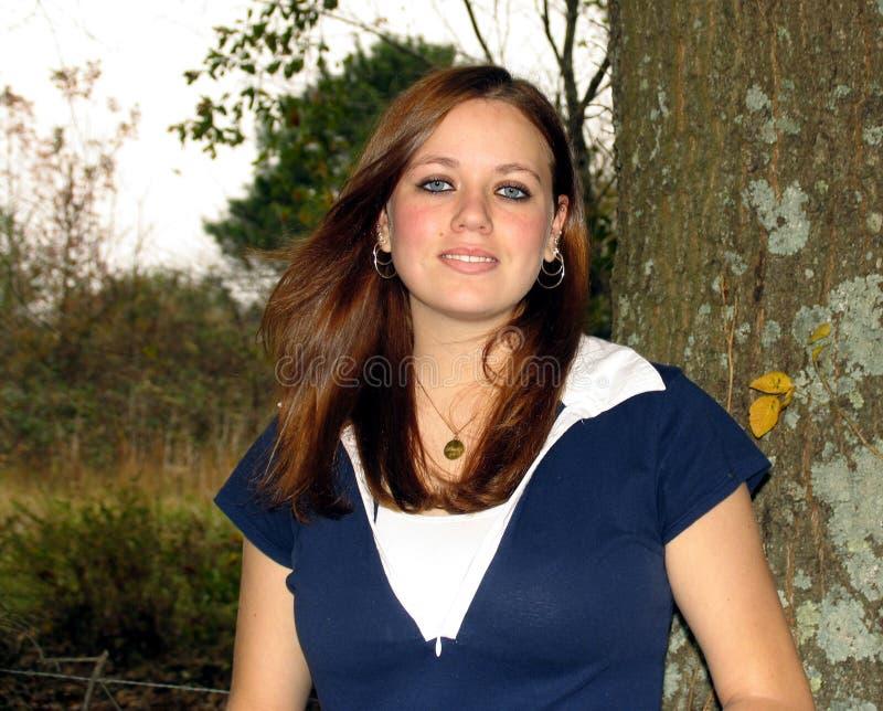 Mädchen mit dem windblown Haar lizenzfreie stockbilder