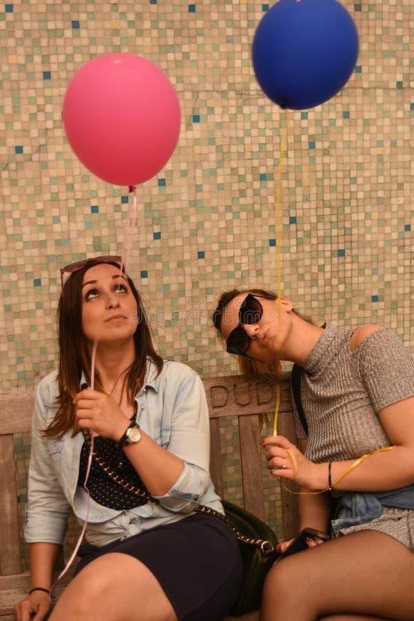 Mädchen mit den Ballonen lizenzfreie stockfotos