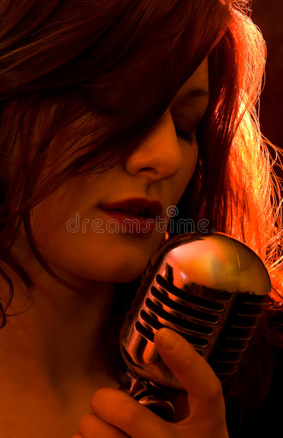 Mädchen mit den roten Leuchten, singend lizenzfreies stockbild