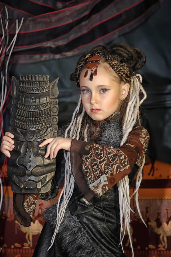 Mädchen mit Dreadlocks stockbild
