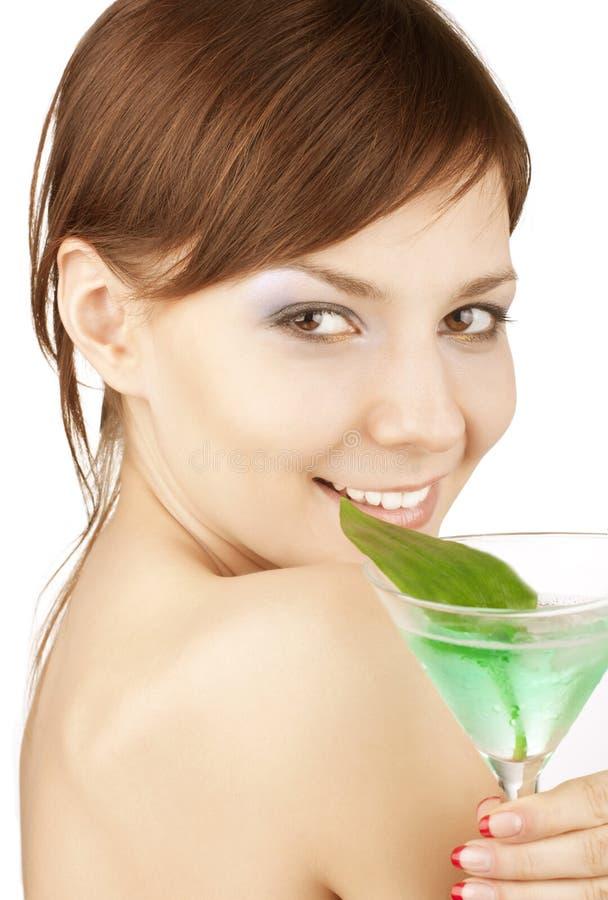 Mädchen mit einem Cocktail stockfoto