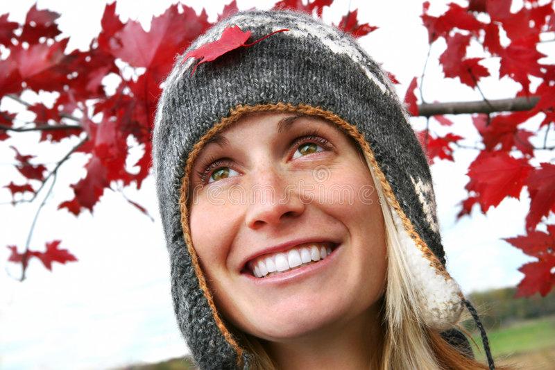 Mädchen mit einem großen Lächeln lizenzfreie stockfotografie
