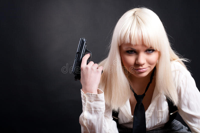 Mädchen mit einem Revolver stockbilder
