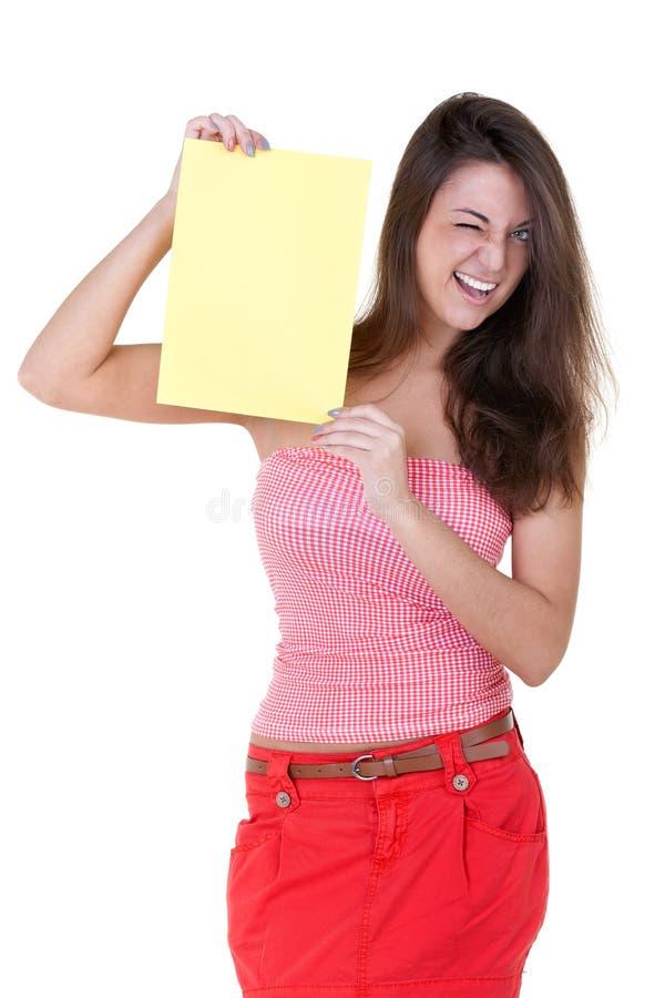 Mädchen mit einem unbelegten Blatt Papier Winks stockfotografie