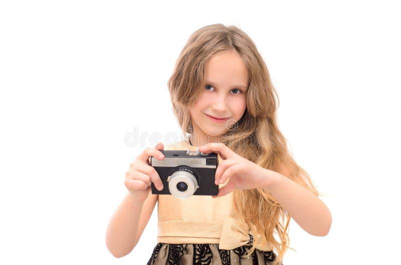 Mädchen mit einer Retro- Kamera in der Hand lizenzfreie stockbilder