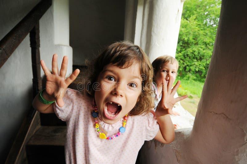 Mädchen mit erschrockenem Gesicht lizenzfreies stockbild