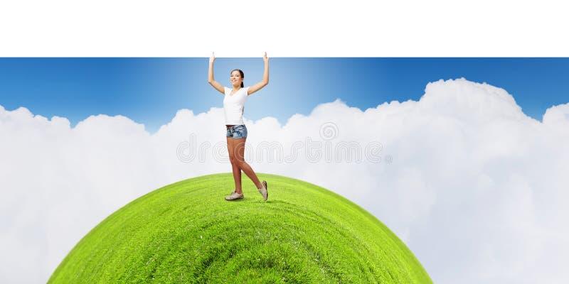 Mädchen mit Fahne stockbild