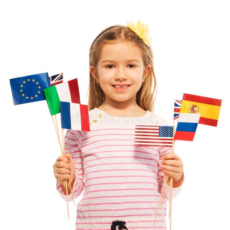 Mädchen mit Flaggen von europäischen Nationen und von USA lizenzfreies stockbild