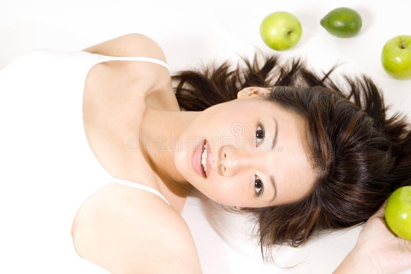 Mädchen mit Frucht 9 lizenzfreie stockfotos