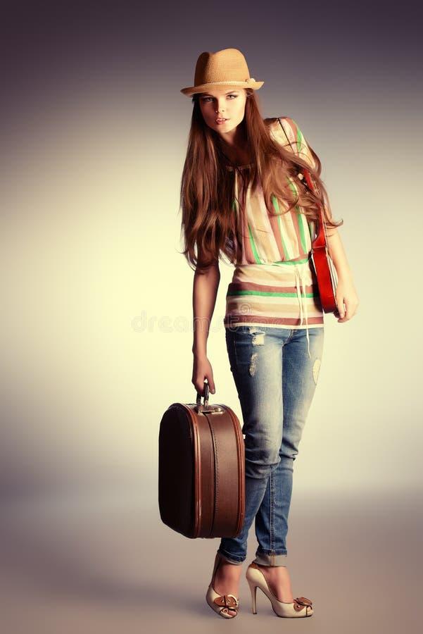 Mädchen mit Gepäck stockbilder