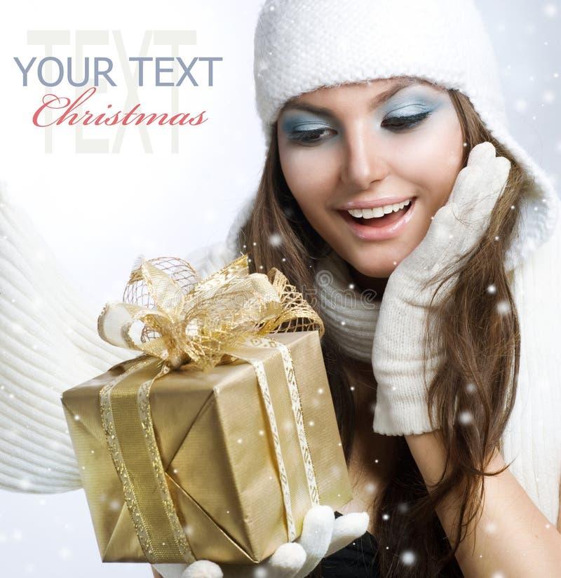 Mädchen mit Geschenk lizenzfreies stockbild