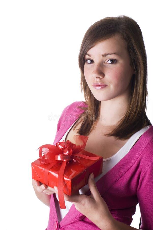 Mädchen mit Geschenk. stockbild