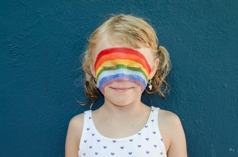 Mädchen mit Gesichtsmalerei lizenzfreies stockfoto