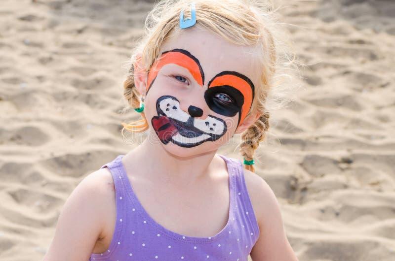 Mädchen mit Gesichtsmalerei stockbilder