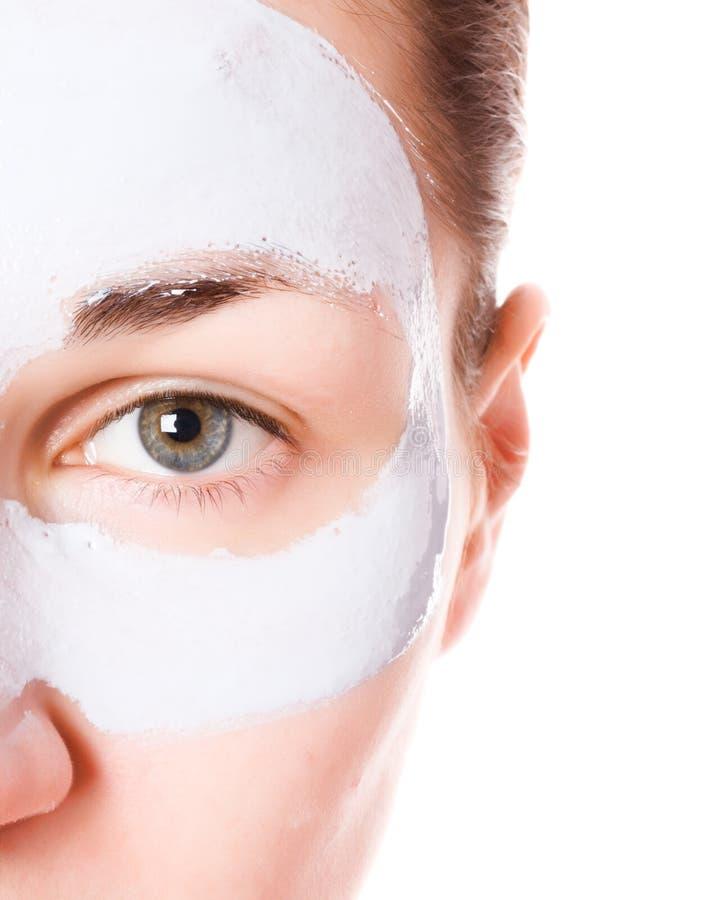 Mädchen mit Gesichtsmaske stockfotos
