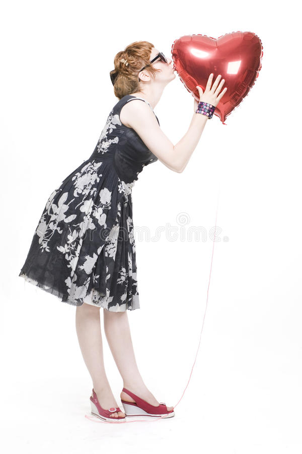 Mädchen mit heart-shaped Ballonen lizenzfreie stockbilder