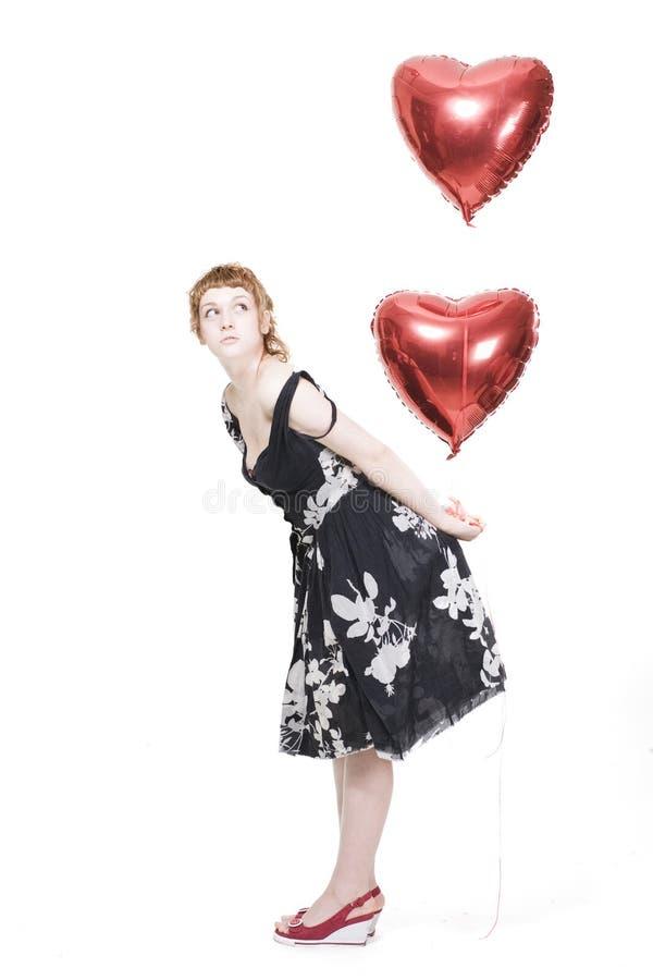 Mädchen mit heart-shaped Ballonen lizenzfreie stockfotografie