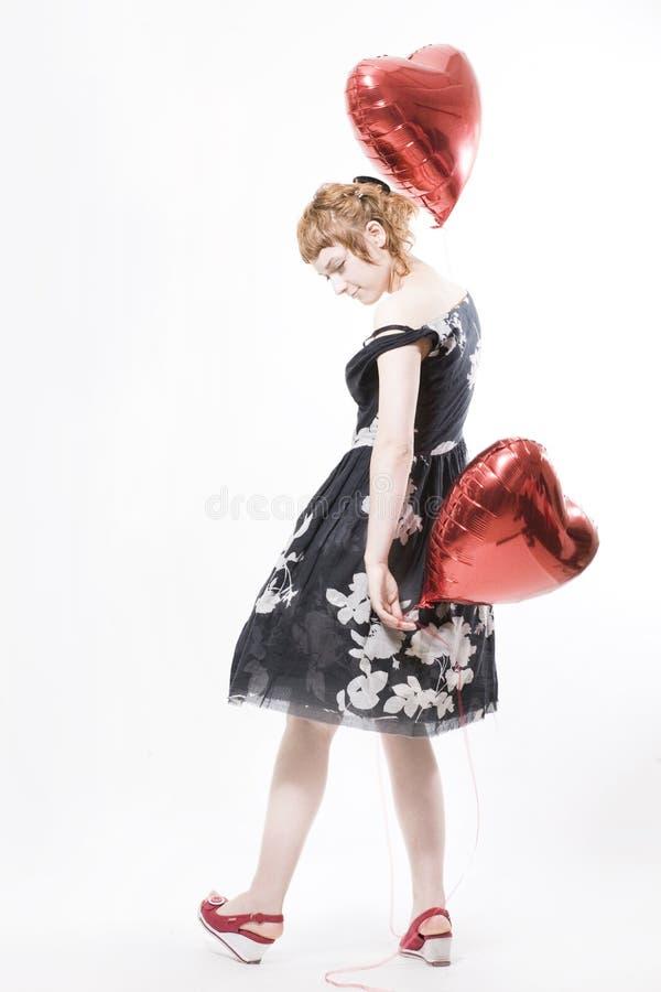 Mädchen mit heart-shaped Ballonen stockfotos