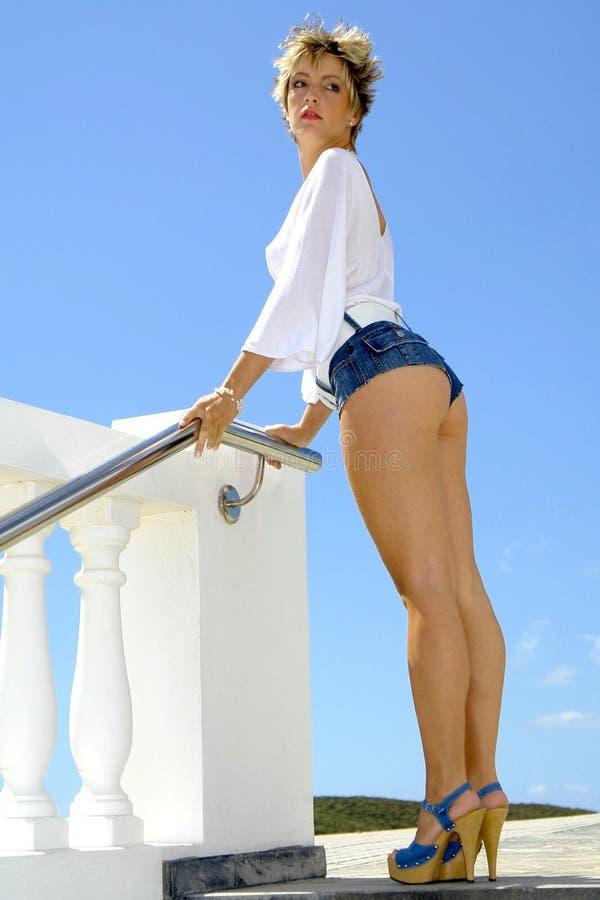 Mädchen mit Hot-pants stockfotos