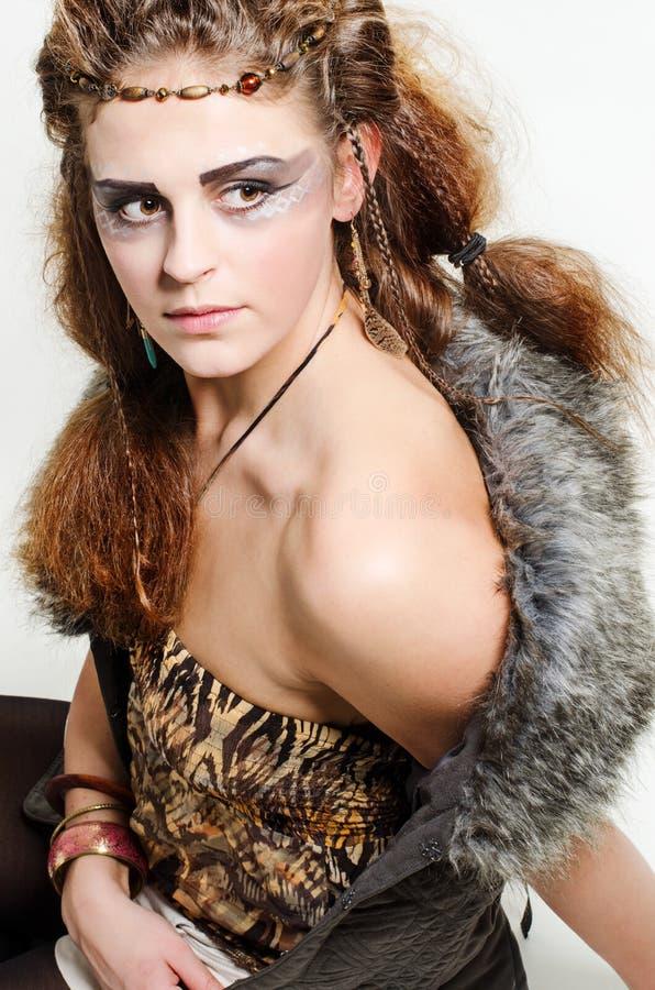 Mädchen mit interessantem Make-up stockbild