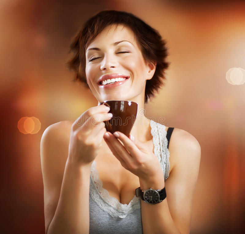 Mädchen mit Kaffee lizenzfreies stockbild