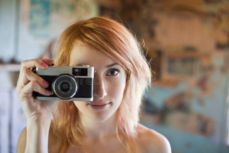 Mädchen mit Kamera stockfoto