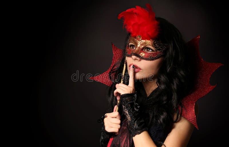 Mädchen mit Karnevalsschablone Halloween maskerade lizenzfreies stockbild