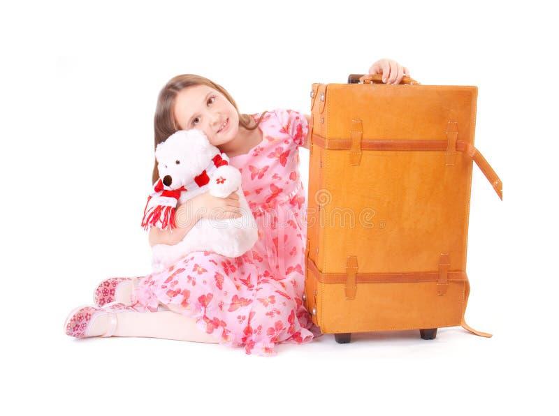 Mädchen mit Koffer stockfotos