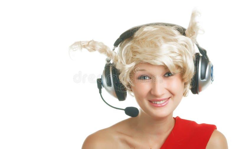 Mädchen mit Kopfhörern und Mikrofon stockfotografie