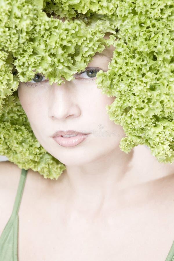 Mädchen mit Kopfsalatfrisur stockfotografie