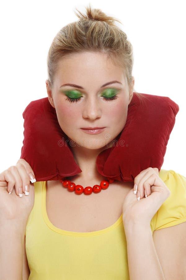 Mädchen mit Kopfstützenkissen lizenzfreies stockfoto
