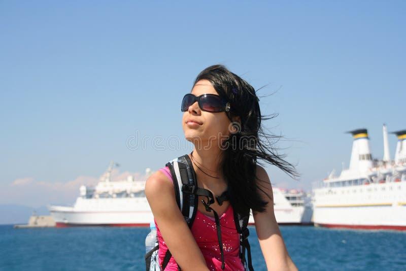 Mädchen mit Kreuzschiffen lizenzfreie stockfotografie