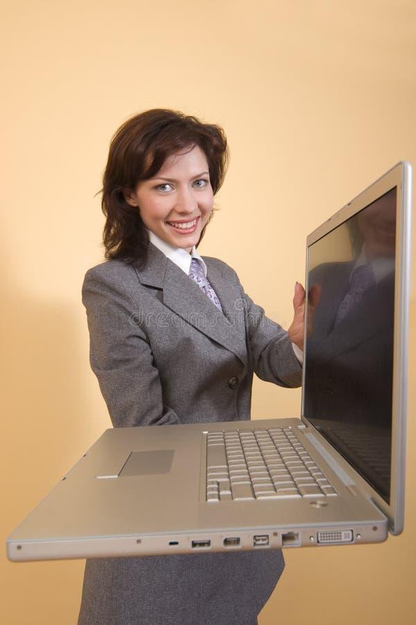 Mädchen mit Laptop stockfoto