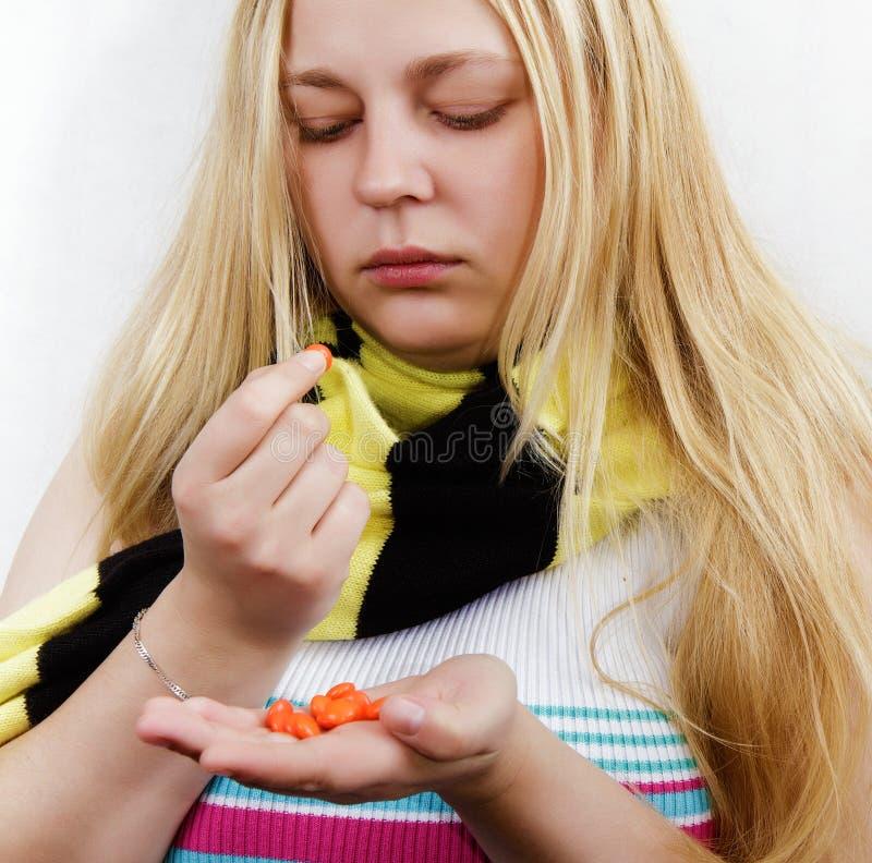 Mädchen mit pills.treatment lizenzfreies stockfoto