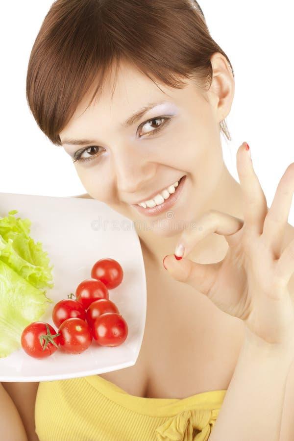 Mädchen mit roten Tomaten lizenzfreie stockbilder