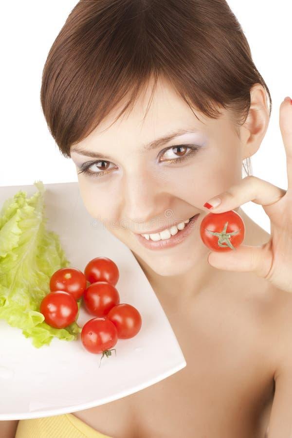 Mädchen mit roten Tomaten lizenzfreie stockfotografie