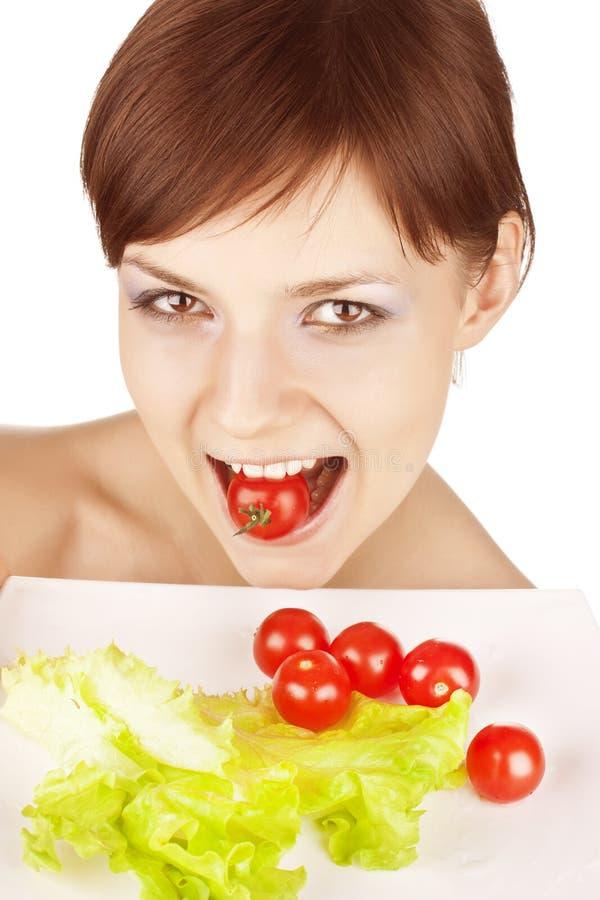 Mädchen mit roten Tomaten lizenzfreies stockfoto