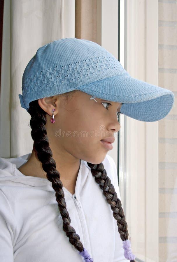 Mädchen mit Schutzkappe stockbild