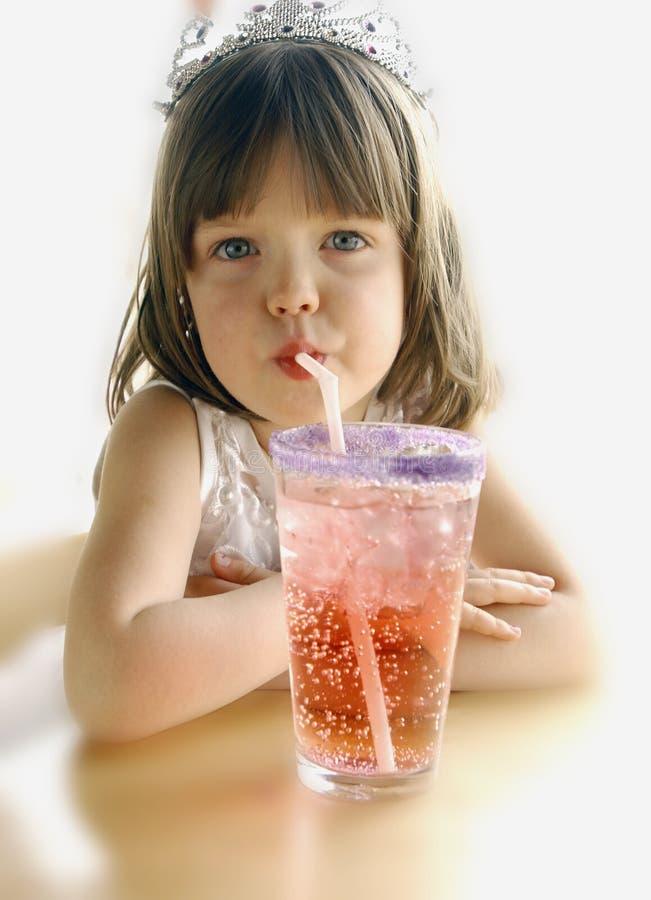 Mädchen mit Soda lizenzfreie stockfotografie