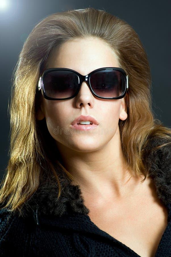 Mädchen mit Sonnenbrillen lizenzfreies stockfoto