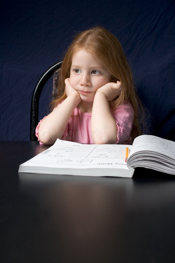 Mädchen mit Studienbuch stockfoto