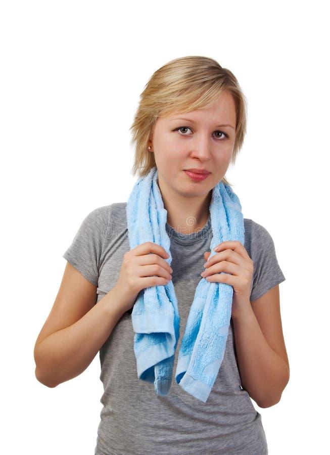 Mädchen mit Tuch nach Sport stockbilder