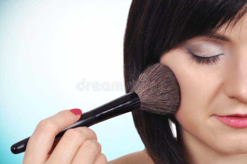 Download Mädchen Mit Verfassungspinsel Stockbild - Bild von lippenstift, pinsel: 47101499