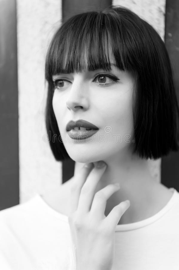 Mädchen oder Frau mit den roten Lippen in Paris, Frankreich lizenzfreies stockbild