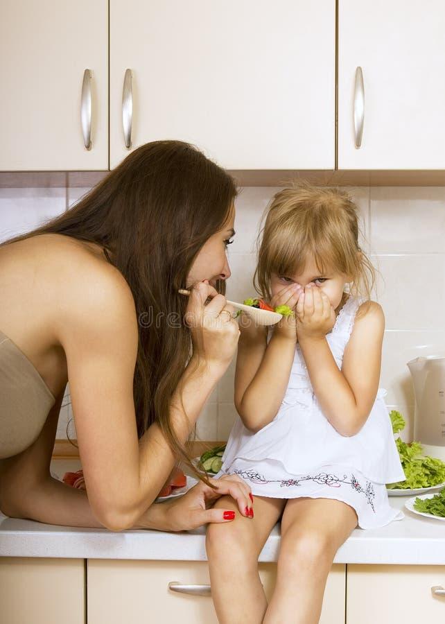 Mädchen ohne Appetit stockfotos