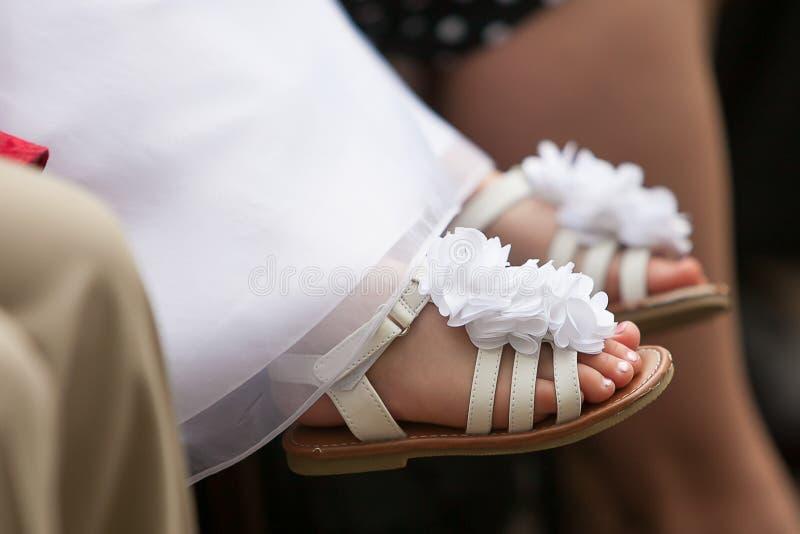 Mädchen ` s Schuhe stockbild
