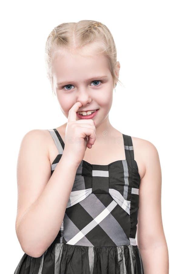 Mädchen setzte ihren Finger in die Nase ein stockbilder